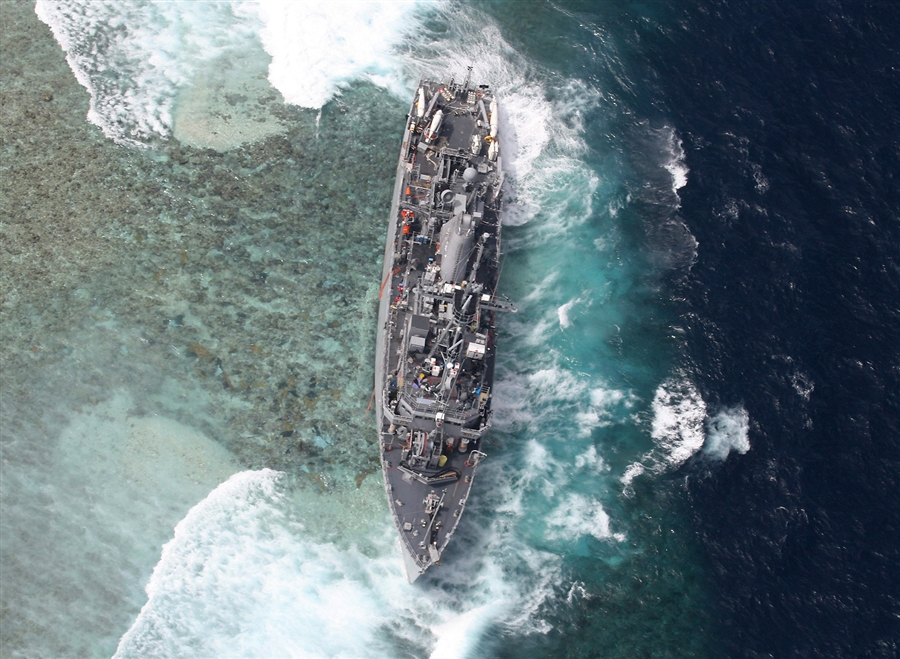 A photo released on Jan. 20, 2013 by the Armed Forces of the Philippines Western Command (AFP-WESCOM) shows the US Navy ship USS Guardian remaining stuck in the vicinity of the Tubbataha Reef, western Philippines, on Jan. 19
